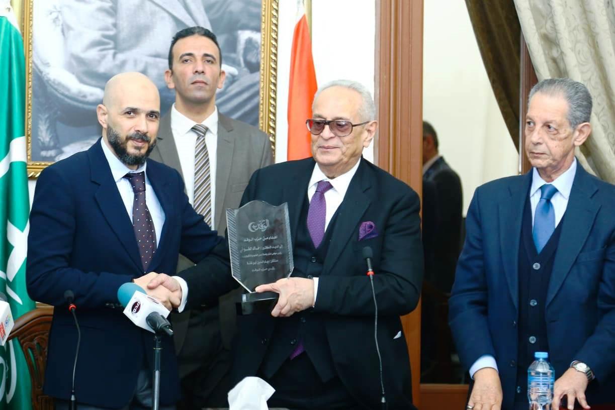 قيادات حزب الوفد تكرم جامعة مصر للعلوم والتكنولوجيا (12)