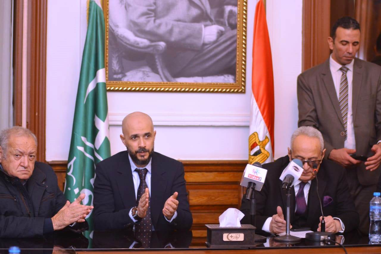 قيادات حزب الوفد تكرم جامعة مصر للعلوم والتكنولوجيا (16)