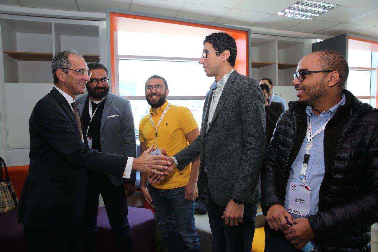 وزير الاتصالات يلتقي رواد الأعمال الشباب