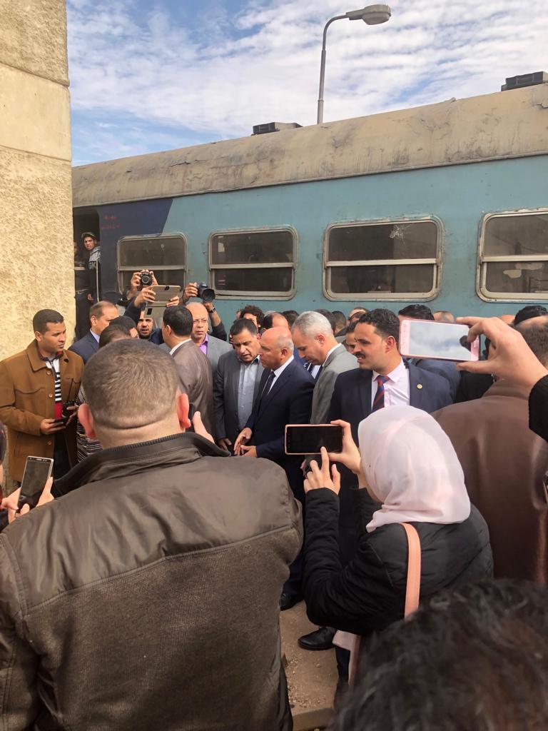 102088-جولة-وزير-النقل-بمحطة-مصر--(23)