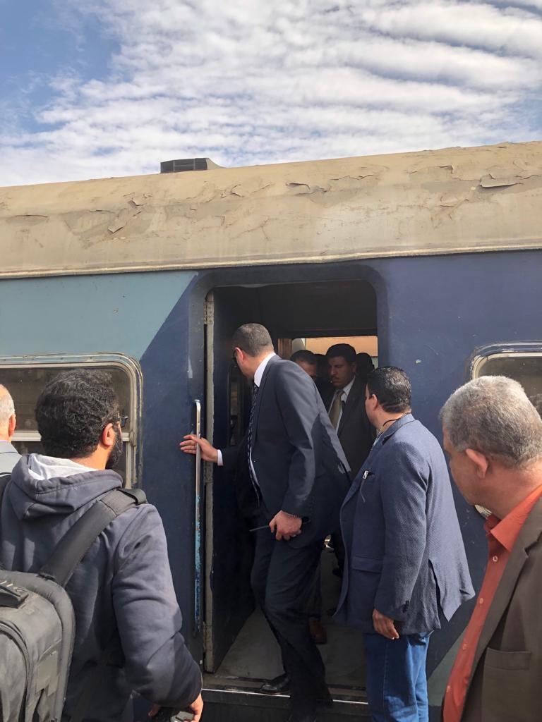 85487-جولة-وزير-النقل-بمحطة-مصر--(2)