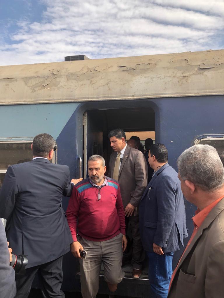 86526-جولة-وزير-النقل-بمحطة-مصر--(12)