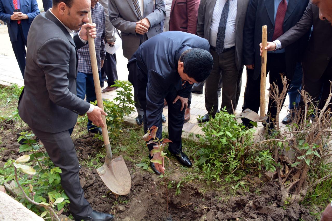 419198-محافظ-القليوبية-بمبادرة-إزرع-شجرة-بالمدارس-(9)