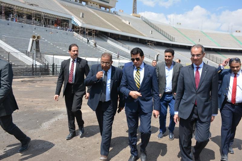 ممثلي وزاراتي الاتصالات والرياضة خلال الاجتماع