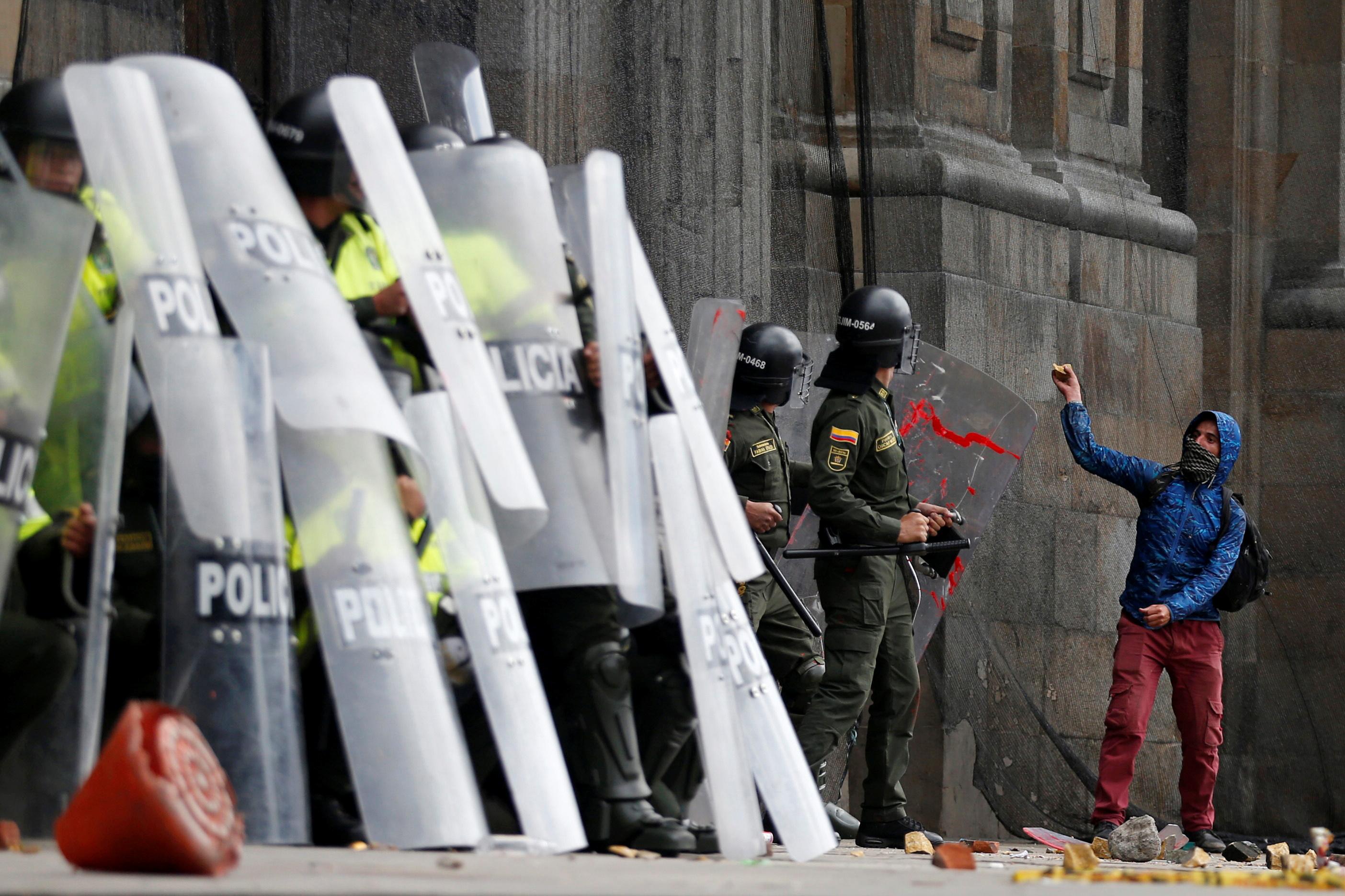1542469-جانب-من-الاحتجاجات-والعنف-فى-كولومبيا-(5)