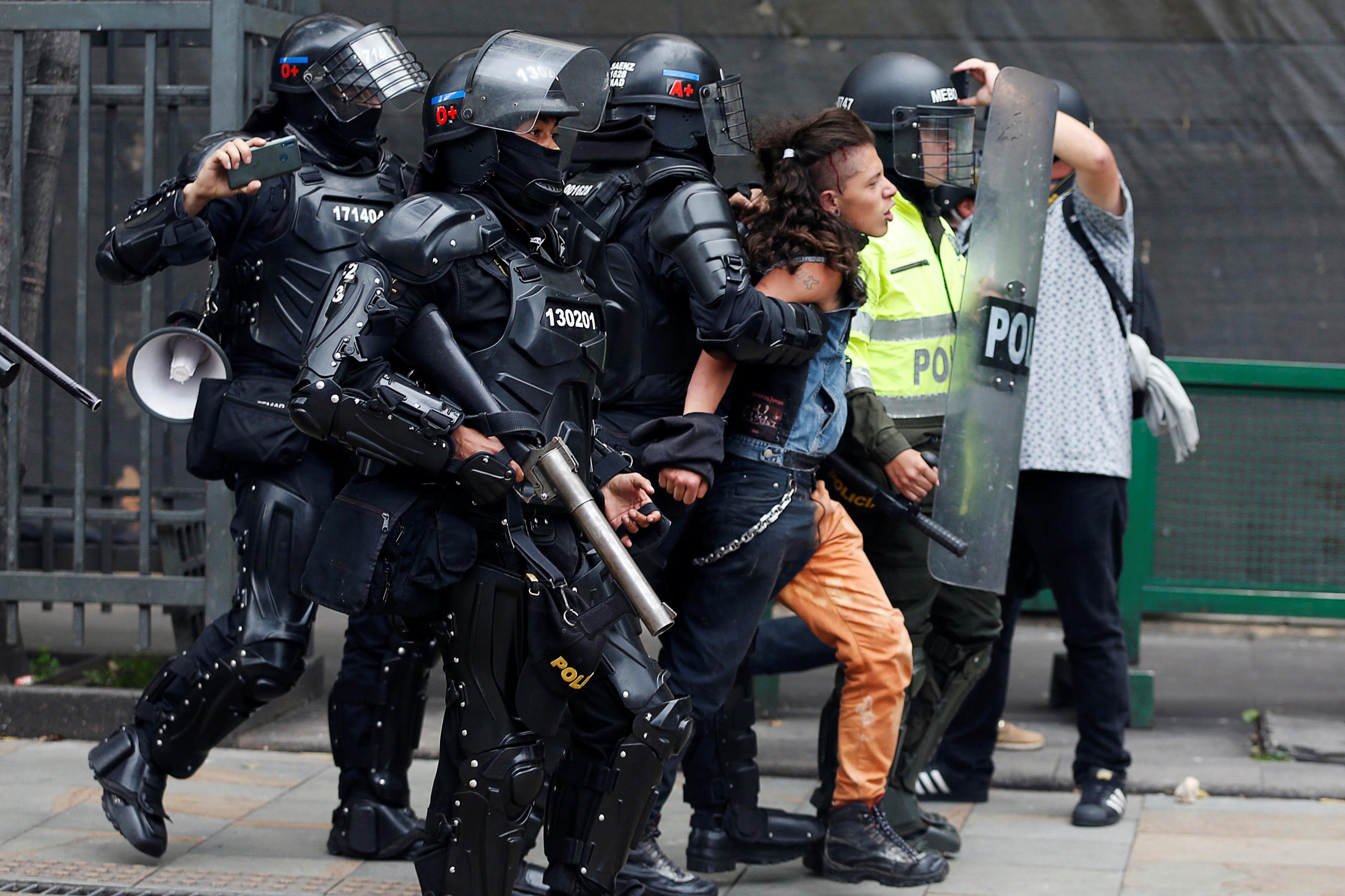 1859886-جانب-من-الاحتجاجات-والعنف-فى-كولومبيا-(7)