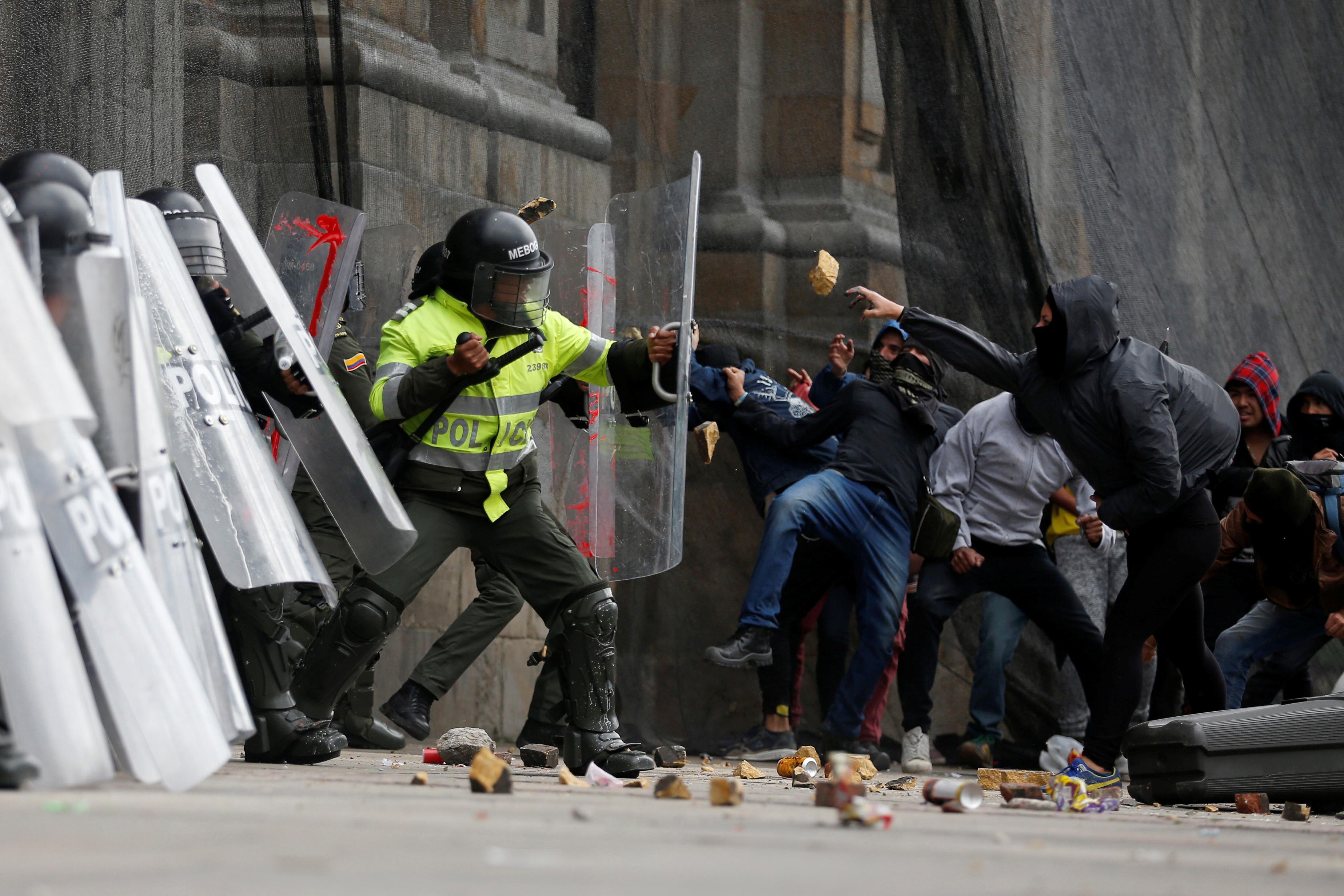 2272508-جانب-من-الاحتجاجات-والعنف-فى-كولومبيا-(1)