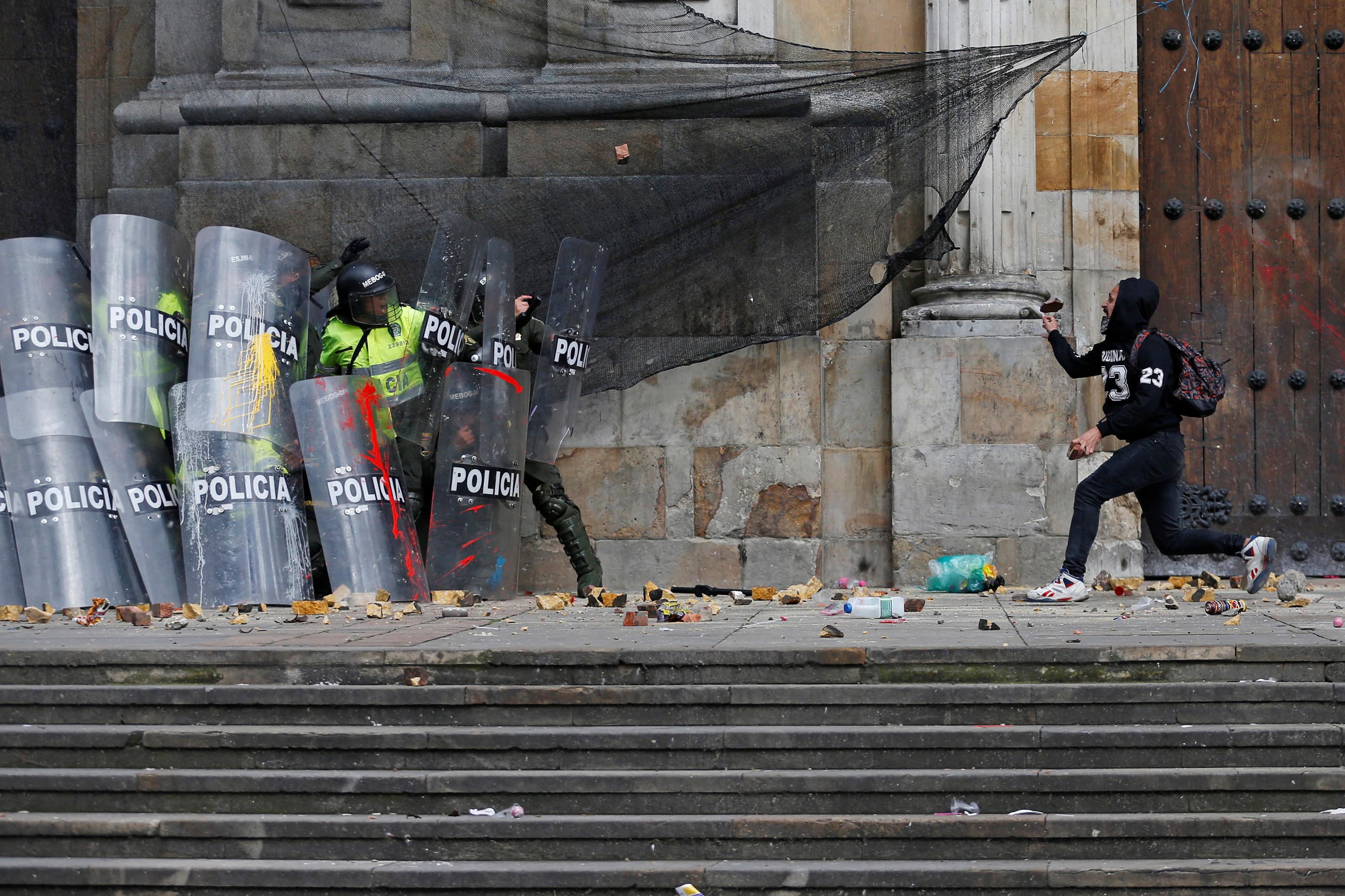 2659223-جانب-من-الاحتجاجات-والعنف-فى-كولومبيا-(8)