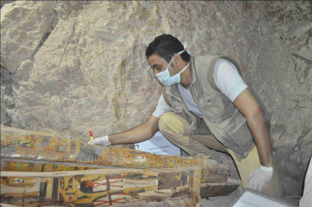 وزارة الآثار تنجح في كشف كنوز تاريخية بمقابر ذراع أبو النجا بجبل القرنة (20)