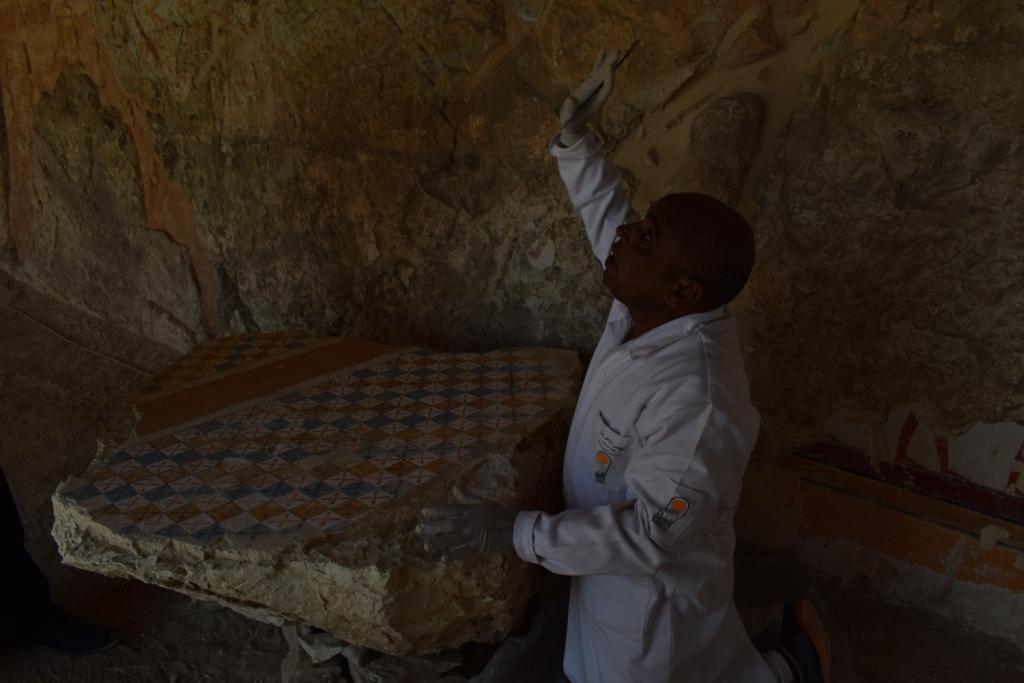 وزارة الآثار تنجح في كشف كنوز تاريخية بمقابر ذراع أبو النجا بجبل القرنة (15)