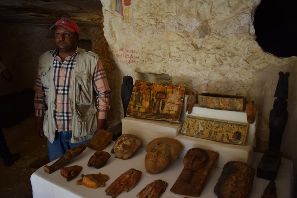 وزارة الآثار تنجح في كشف كنوز تاريخية بمقابر ذراع أبو النجا بجبل القرنة (16)