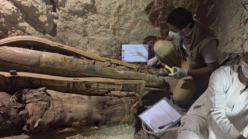 وزارة الآثار تنجح في كشف كنوز تاريخية بمقابر ذراع أبو النجا بجبل القرنة (22)