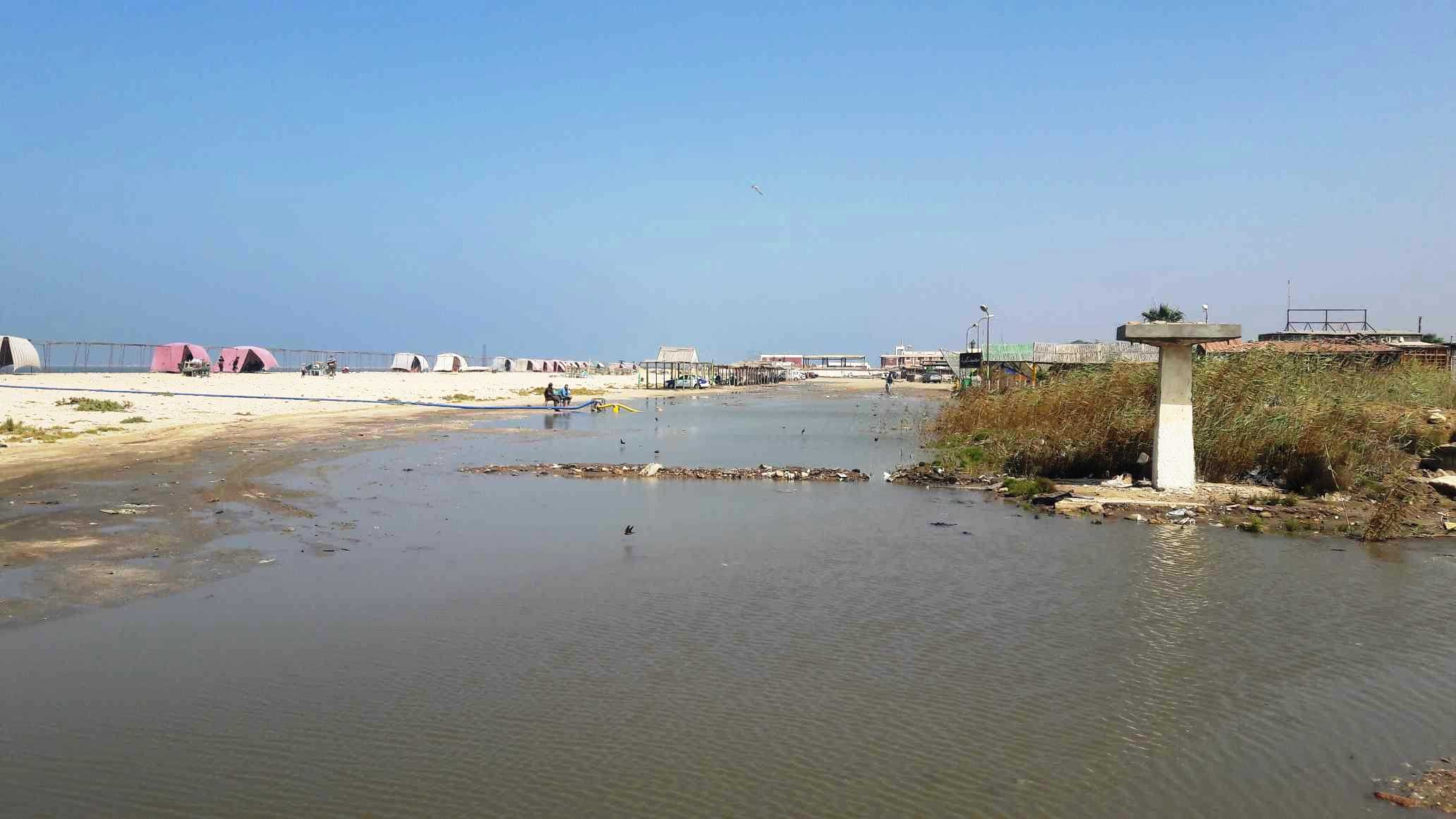 أضبط مخالفة  كارثة  مياه المجارى تصب فى شاطئ بورفؤاد ...  (10)