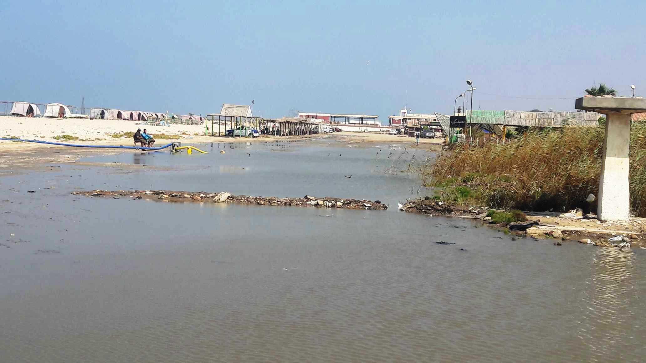 أضبط مخالفة  كارثة  مياه المجارى تصب فى شاطئ بورفؤاد ...  (3)