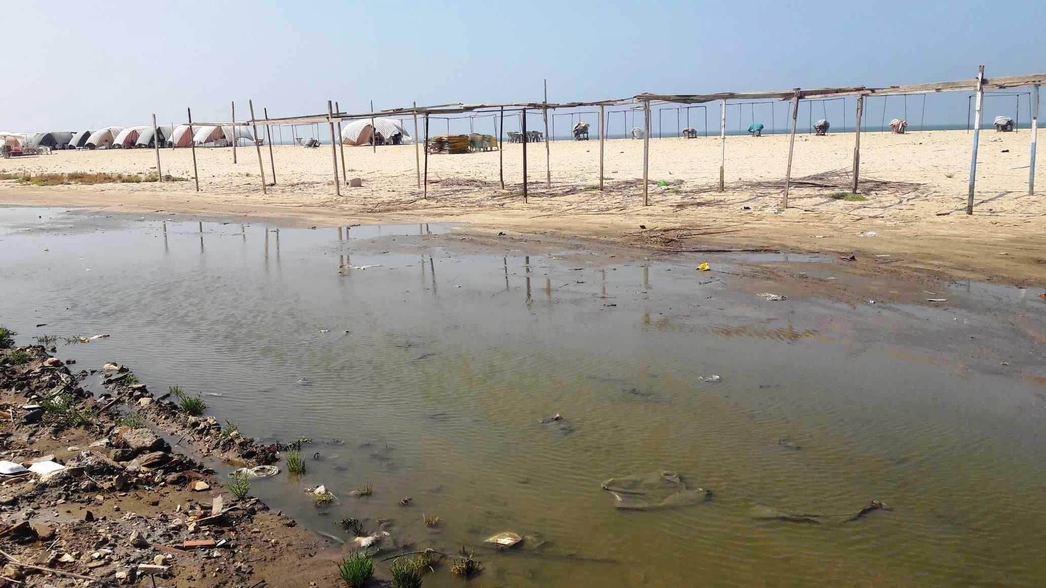 أضبط مخالفة  كارثة  مياه المجارى تصب فى شاطئ بورفؤاد ...  (8)