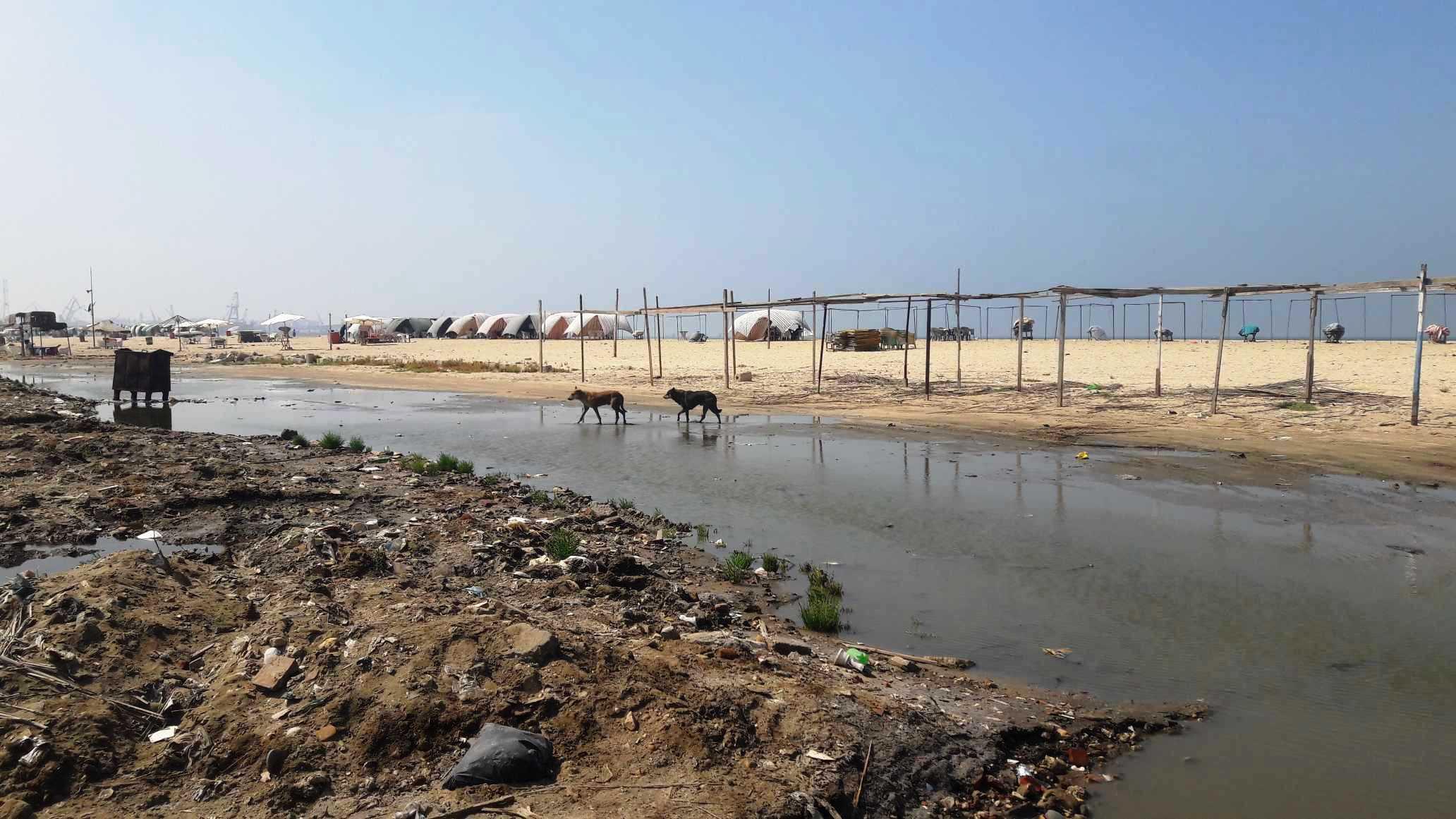 أضبط مخالفة  كارثة  مياه المجارى تصب فى شاطئ بورفؤاد ...  (4)