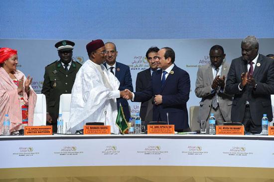 48800--الرئيس-عبد-الفتاح-السيسى-خلال-أعمال-قمة-النيجر-(9)