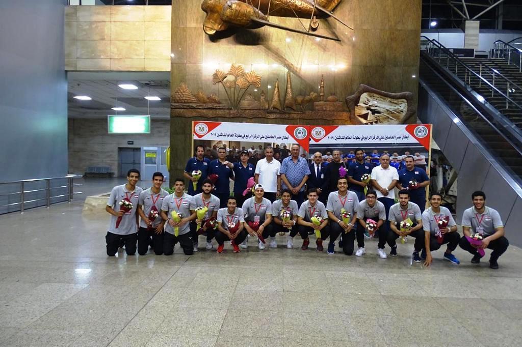 استقبال ناشئي الطائرة بالورود (1)