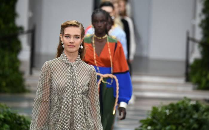 عرض أزياء تورى بورش  (1)