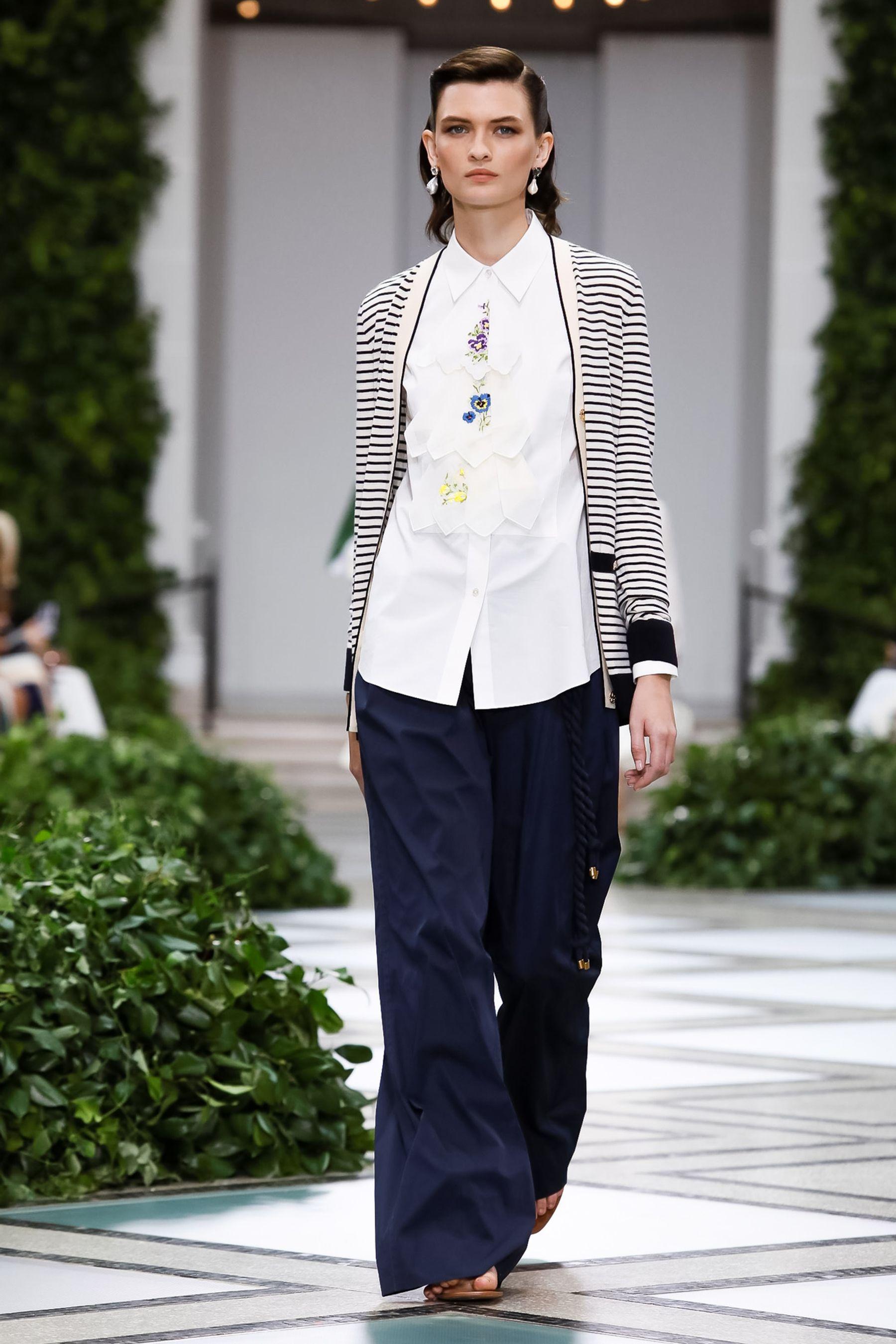 عرض أزياء تورى بورش  (6)