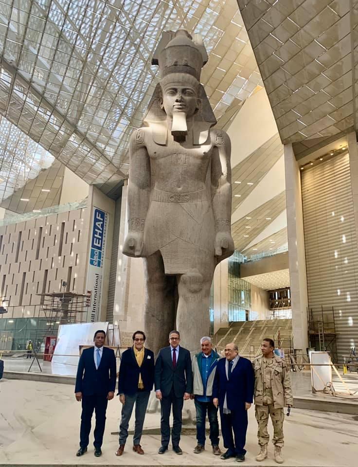 فاروق حسنى والعنانى ومصطفى الفقى أمام تمثال رمسيس