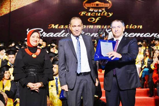 حفل-تخرج-كلية-الإعلام-بجامعة-مصر-2020-(43)