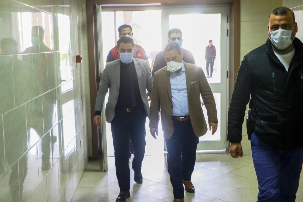 جولة عبد الرحيم على داخل مستشفى العجوزة (7)