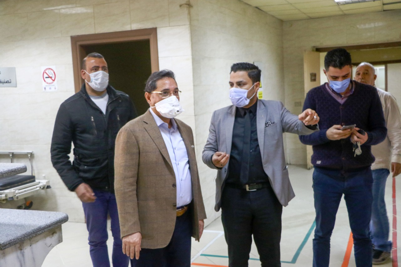 جولة عبد الرحيم على داخل مستشفى العجوزة (8)