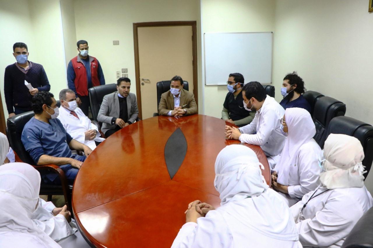 جولة عبد الرحيم على داخل مستشفى العجوزة (13)