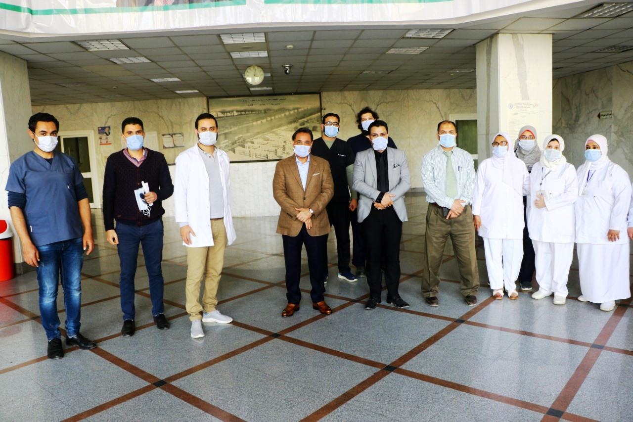 جولة عبد الرحيم على داخل مستشفى العجوزة (10)