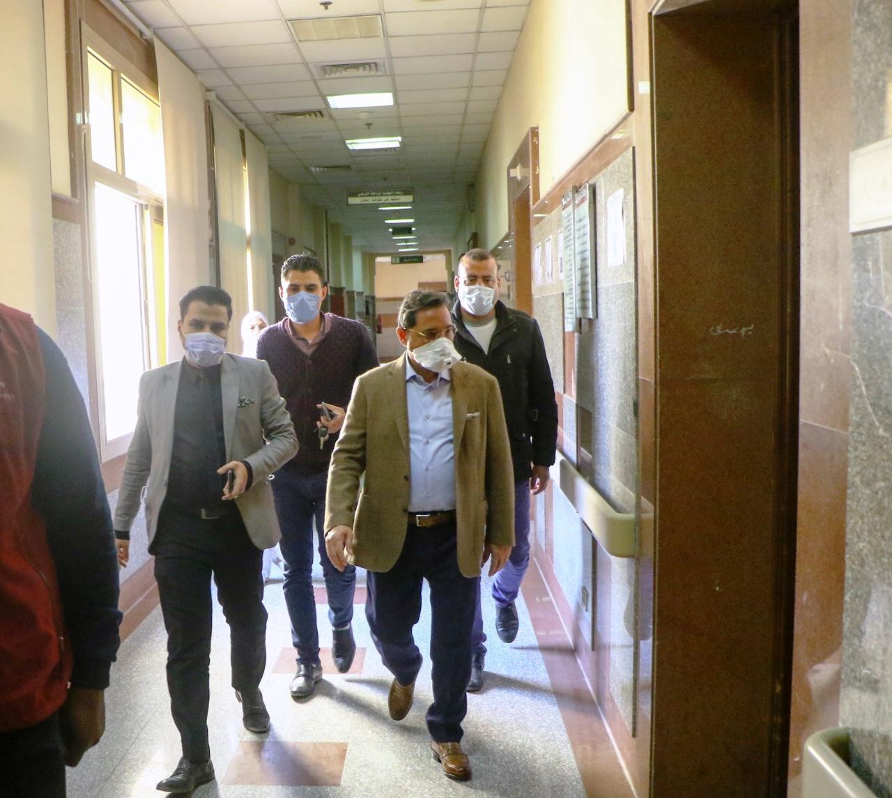 جولة عبد الرحيم على داخل مستشفى العجوزة (9)