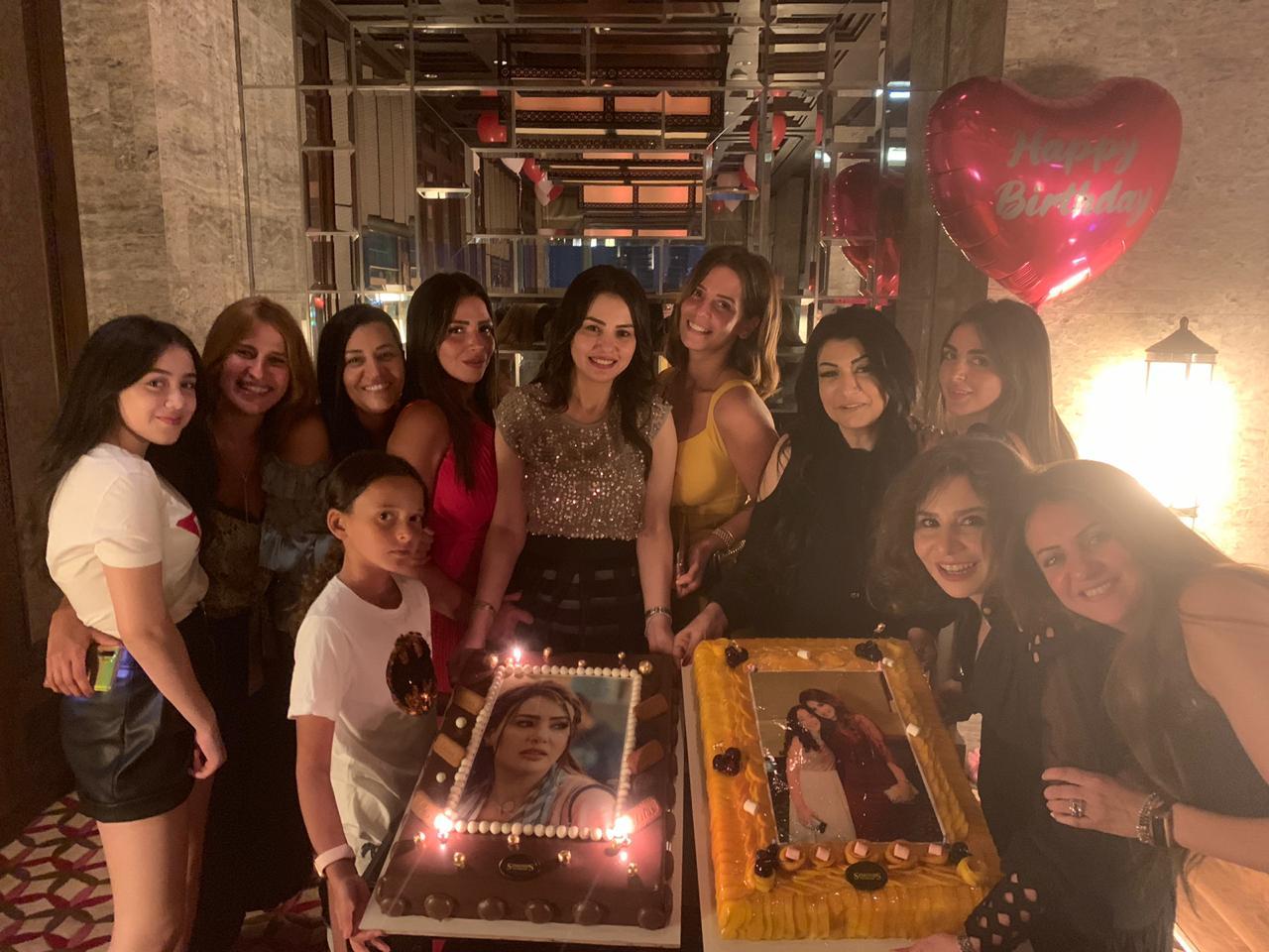دينا فؤاد تحتفل بعيد ميلادها (8)