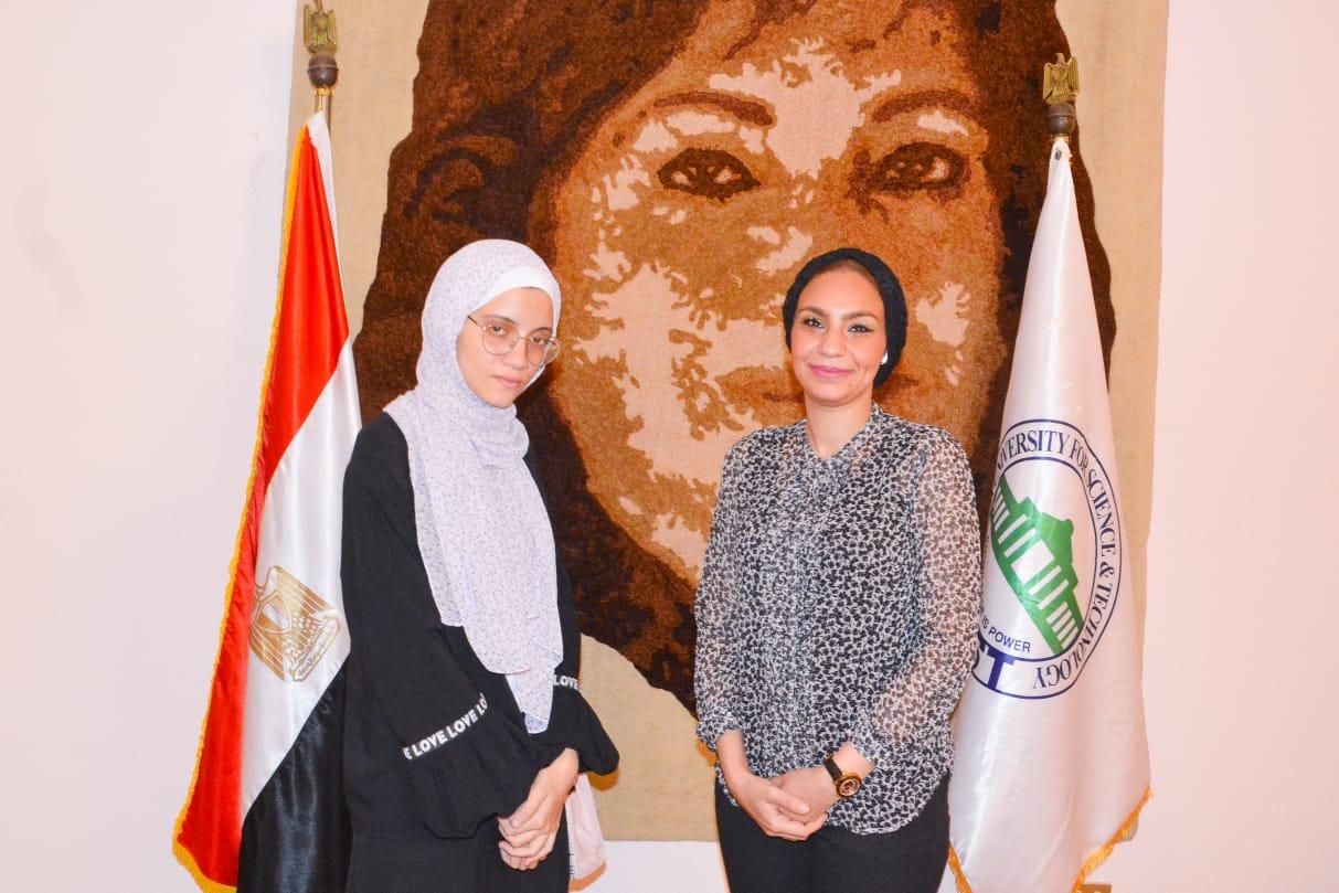 د. ياسمين الكاشف والطالبة نور الهدى (2)