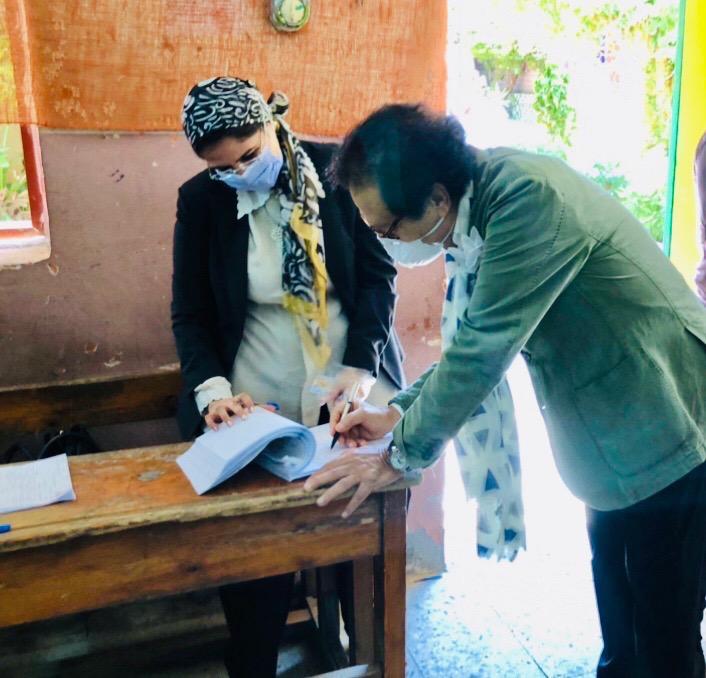 وزير الثقافة الأسبق فاروق حسني يدلي بصوته في انتخابات الشيوخ (4)