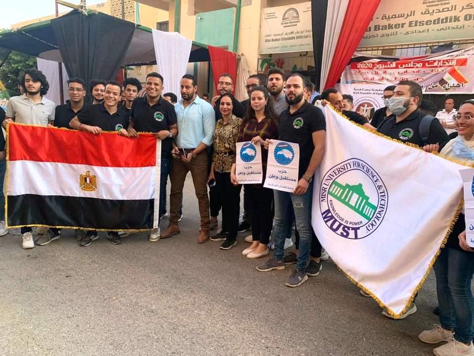 قيادات جامعة مصر تشارك بموظفيها في انتخابات الشيوخ  (1)