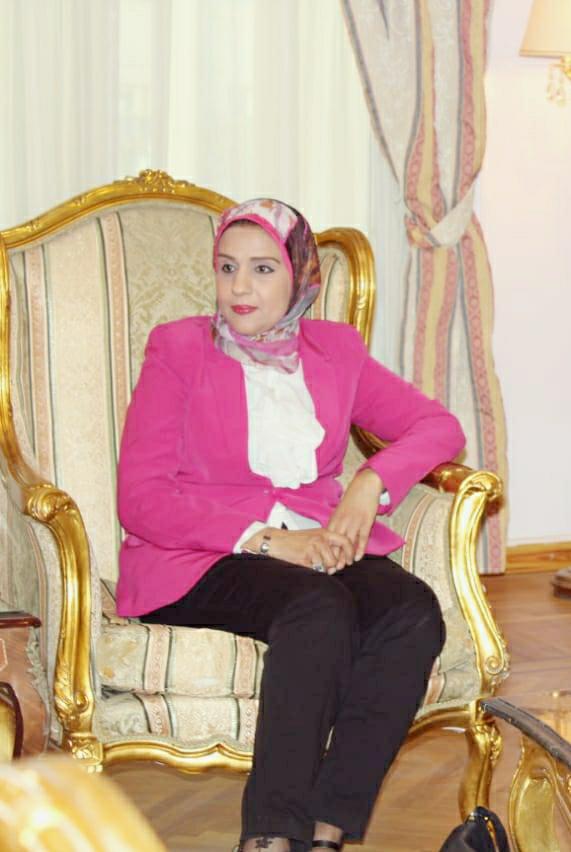 الدكتور نجلاء محمود عواض عميد كلية اللغات والترجمة  بجامعة مصر