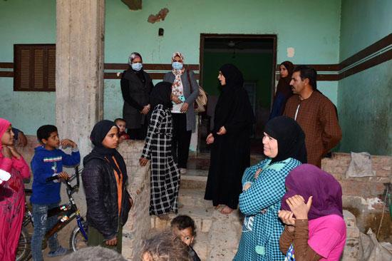 الرئيس السيسي يوجه بعلاج الطفلة شهد عصام بمركز طامية في الفيوم (14)