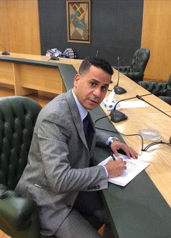 الكاتب الصحفي محمود الضبع (1)