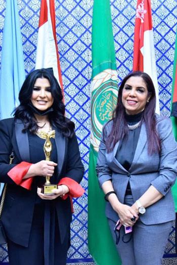منى الشاذلي وراندا رزق أمين عام المجلس العربي للمسئولية المجتمعية بمقر جامعة الدول العربية