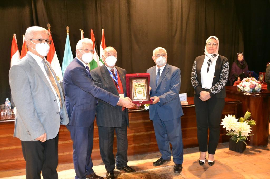 جامعة مصر للعلوم والتكنولوجيا تفوز بالمركز الأول للمرة السابعة فى مؤتمر اتحاد الجامعات العربية