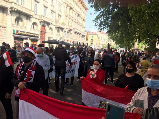 الجالية المصرية فى إيطاليا تنظم وقفة لدعم مصر فى قضية سد النهضة (9)