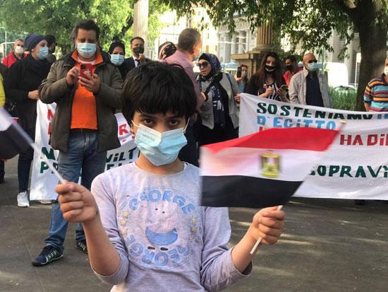 الجالية المصرية فى إيطاليا تنظم وقفة لدعم مصر فى قضية سد النهضة (10)
