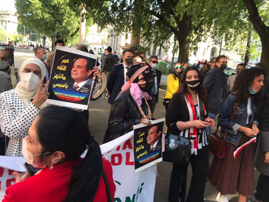 الجالية المصرية فى إيطاليا تنظم وقفة لدعم مصر فى قضية سد النهضة (11)