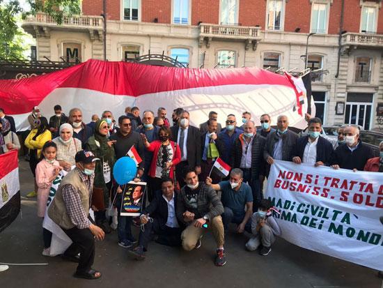 الجالية المصرية فى إيطاليا تنظم وقفة لدعم مصر فى قضية سد النهضة (13)