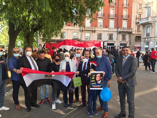 الجالية المصرية فى إيطاليا تنظم وقفة لدعم مصر فى قضية سد النهضة (17)