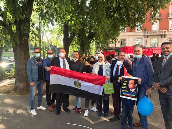 الجالية المصرية فى إيطاليا تنظم وقفة لدعم مصر فى قضية سد النهضة (19)
