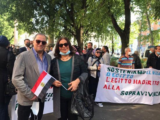 الجالية المصرية فى إيطاليا تنظم وقفة لدعم مصر فى قضية سد النهضة (18)