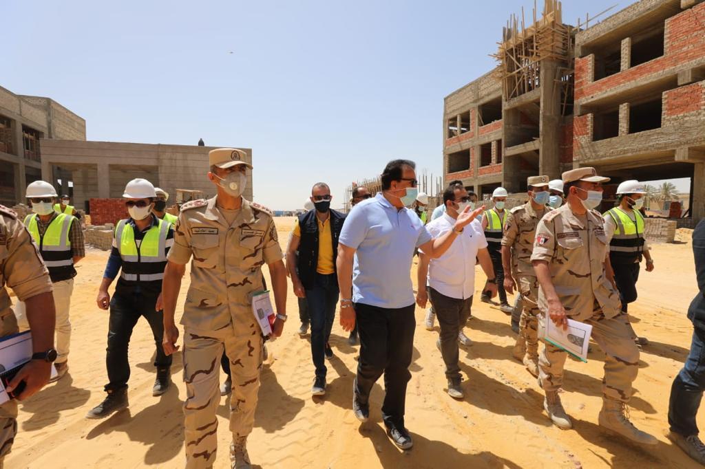 خالد عبد الغفار وزير التعليم العالي يتفقد مباني جامعة برج العرب التكنولوجية (3)