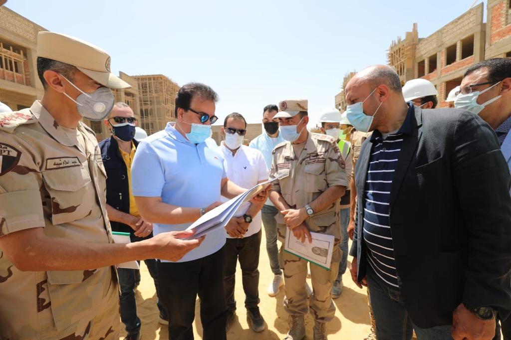 خالد عبد الغفار وزير التعليم العالي يتفقد مباني جامعة برج العرب التكنولوجية