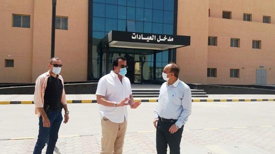 وزير-التعليم-العالي-يزور-مستشفى-العاشر-من-رمضان-الجامعى--(6)